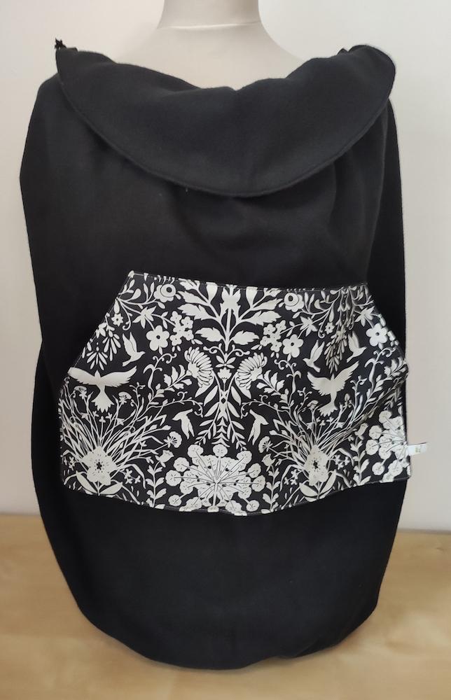 Tragecover - Baumwollfleece - schwarz / weiß Blumen