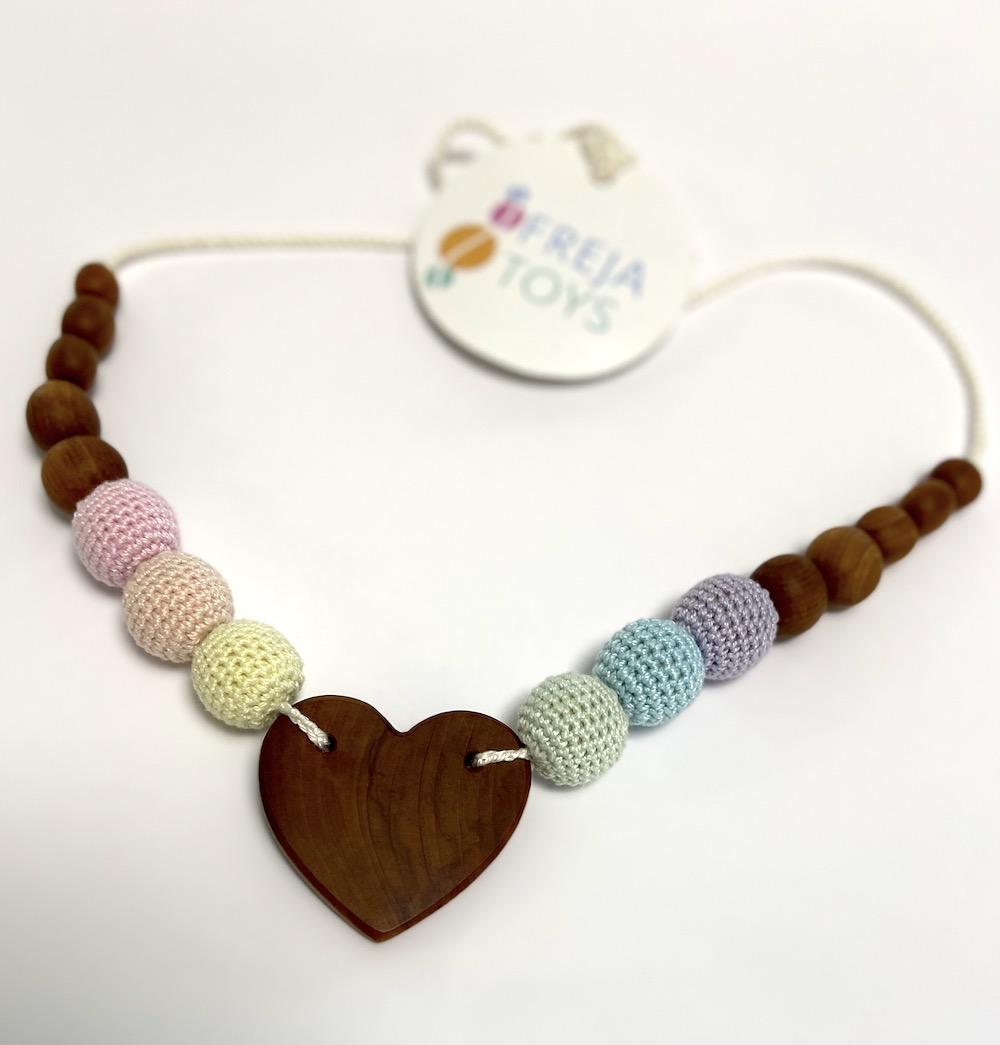 Freja Toys - Still- und Babywearing Halskette - Rainbow Heart