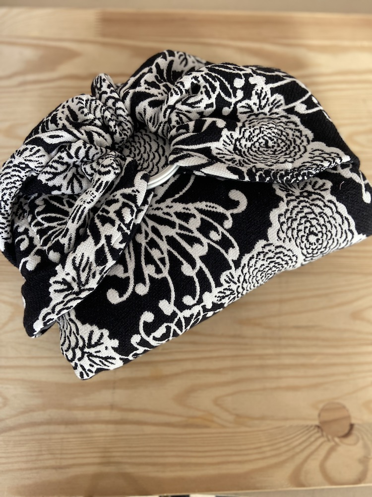 Yaro Ringsling - Chrys Puffy Black White Wool